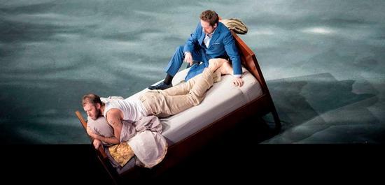 Joseph Kaiser (Peter Grimes), Andrew Foster-Williams (Balstrode) , Copyright: Monika Rittershaus