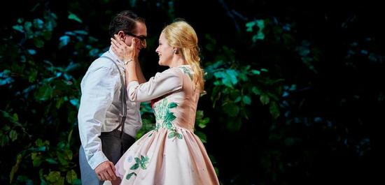 Lucian Krasznec (Faust), Eleonore Marguerre (Marguerite), Copyright: Thomas Jauk, Stage Picture