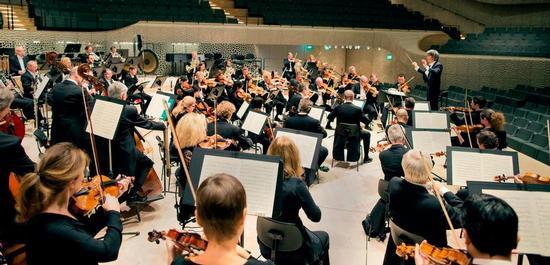 Philharmonisches Staatsorchester Hamburg mit Kent Nagano, Copyright: Felix Broede