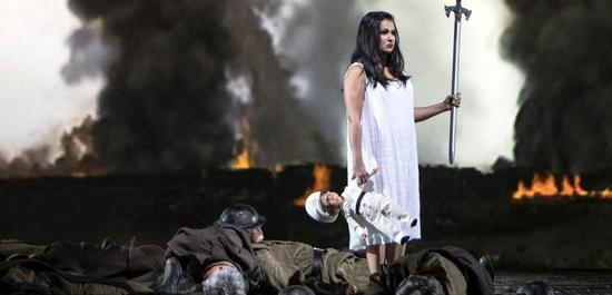 Anna Netrebko (Lady Macbeth), Ensemble, Copyright: Bernd Uhlig