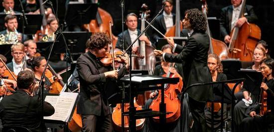 Augustin Hadelich, Kerem Hasan, ORF Radio-Symphonieorchester Wien, Copyright: Salzburger Festspiele / Marco Borrelli