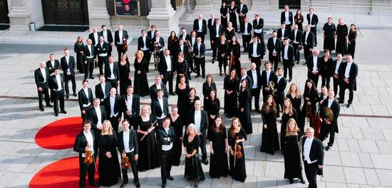 Tonkünstler-Orchester vor dem Wiener Musikverein, Copyright: Martina Siebenhandl