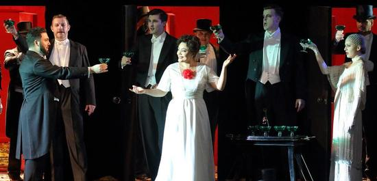 La traviata. L. Avetisyan, B. Szabó, C. Singh, A. Pérez, A. Hamilton, D. Proszek., Copyright: Wilfried Hösl