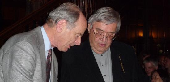 Prof. Dr. Hans-Jürgen Hellwig und Peter Härtling bei der Übergabe der Ernennungsurkunde, © Robert-Schumann-Gesellschaft Frankfurt