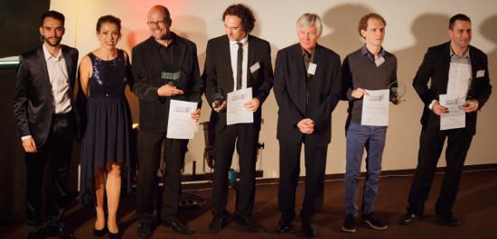 """Alle Preisträger gemeinsam mit dem Duo """"Twiolins"""", © Crossover Composition Award"""