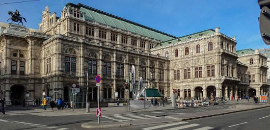 Skulptur vor der Wiener Staatsoper (Montage), © Coop. Himmelb(l)au
