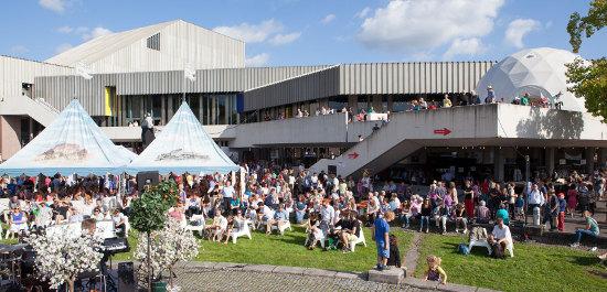 Au�enansicht Badisches Staatstheater Karlsruhe, Copyright: Felix Gr�nschlo�
