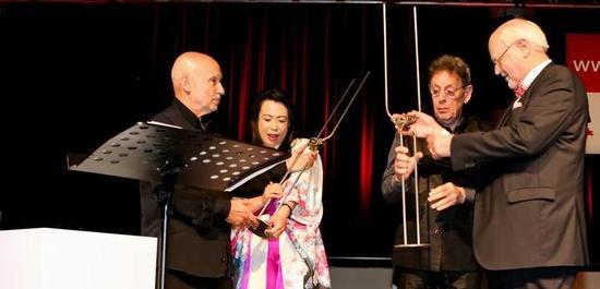 Dennis Russell Davies, Maki Namekawa, Philip Glass und Franz Xaver Ohnesorg, © Ursula Kaufmann