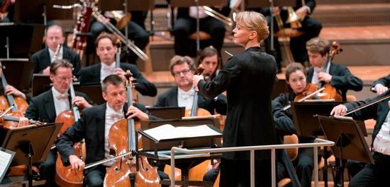 Susanna Mälkki und die Berliner Philharmoniker, © Monika Rittershaus