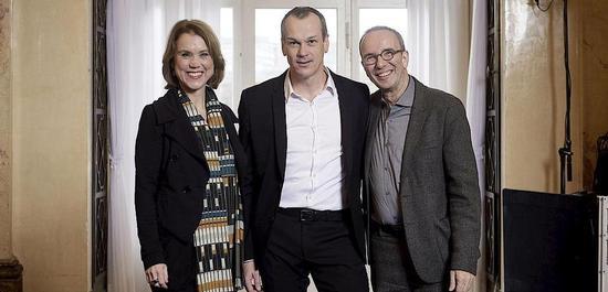 Kammersänger Matthias Klink (Mitte) mit Petra Olschowski und Jossi Wieler, © Martin Sigmund