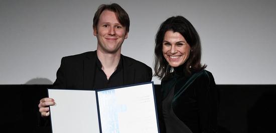 Hanrik Ajay mit Kunstministerin Prof. Dr. Marion Kiechle, © Andreas Gebert