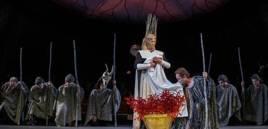 Szenenfoto aus der aktuellen Inszenierung der Oper Oedipe von George Enescu, © Ronny Ristok