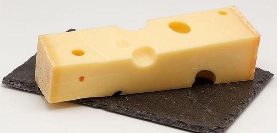 Emmentaler Käse (Symbolfoto), © Coyau