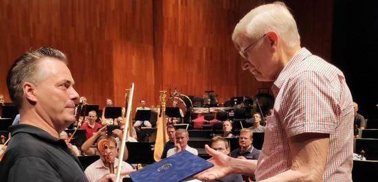Übergabe der Ernennungsurkunde an Herbert Blomstedt, © Wiener Philharmoniker