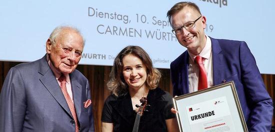 Reinhold Würth, Patricia Kopatchinskaja und Johannes Freyer, © Jeunesses Musicales Deutschland