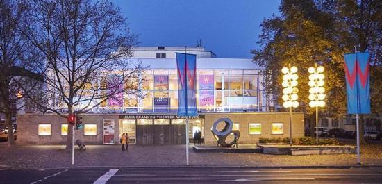Außenansicht des Mainfranken Theaters, © Nik Schölzel
