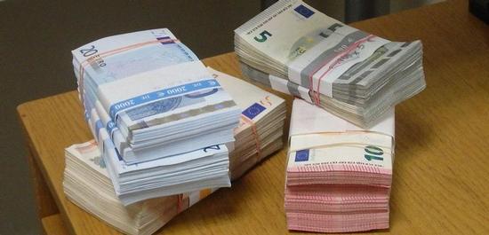 Banknoten (Symbolfoto), © GreenZeb