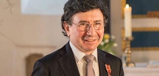 Arkadi Zenzipér mit Bundesverdienstkreuz, © Paco Fiedler