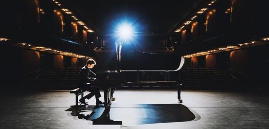 Pianist Alexander Krichel, © Henning Ross