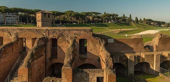 Circus Maximus, Blick über die Südtribüne, © Rabax63