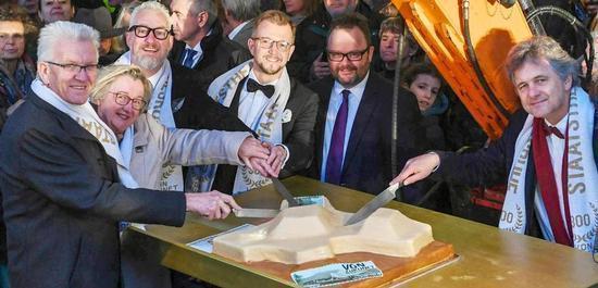 Ministerpräsident Kretschmann, Ministerin Bauer, Generalintendant Spuhler, Direktor Graf-Hauber, Christian Jung MdB, Oberbürgermeister Mentrup anlässlich der 300-Jahr-Feier 2019, © Staatstheater Karlsruhe
