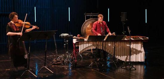 Preisträgerin 2020 Tabea Zimmrmann, Schlagzeuger Christoph Sietzen anlässlich der Preisverleihung, © Daniel Stupar