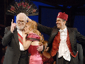 Gunter Emmerlich (Baron Mirko Zeta), Lydia Teuscher (Valencienne), Ahmad Mesgarha (Njegus)